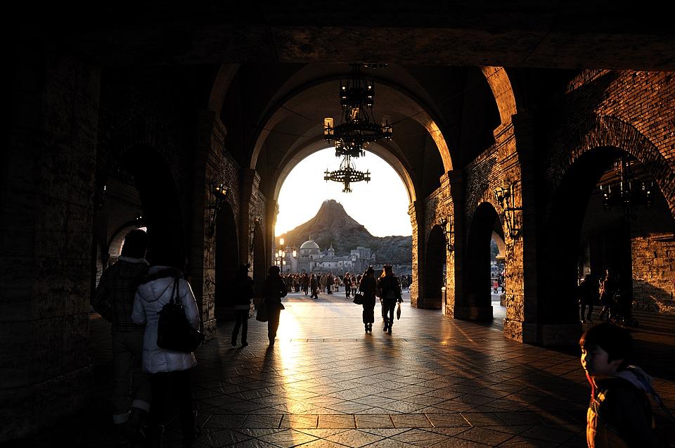 入口からプロメテウス火山を望む