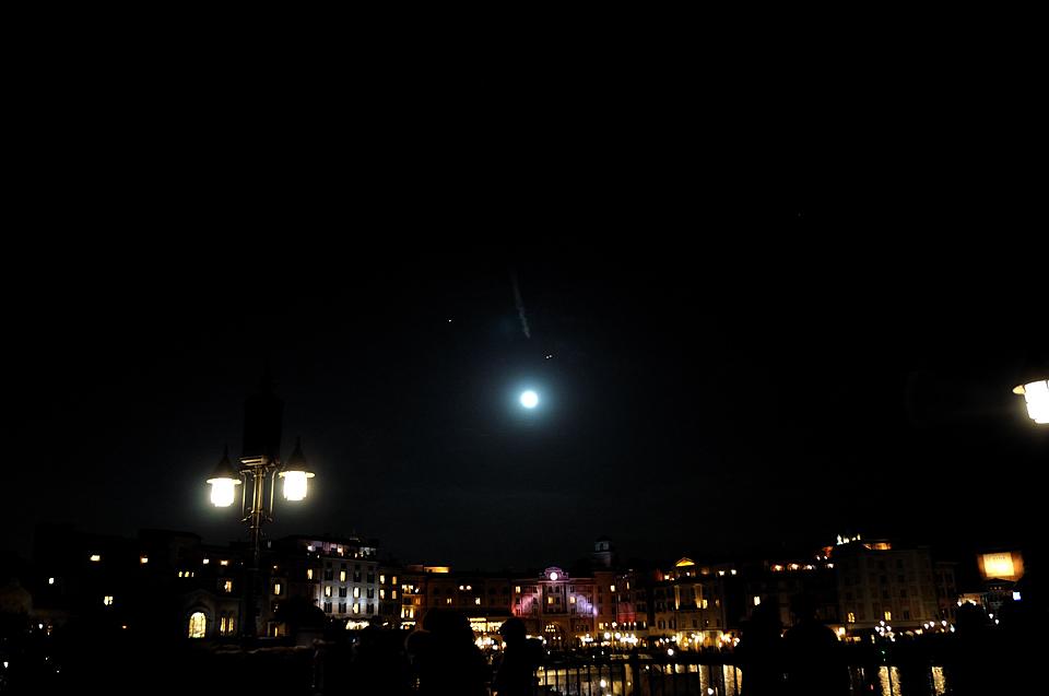 月の近くの、火星、飛行機