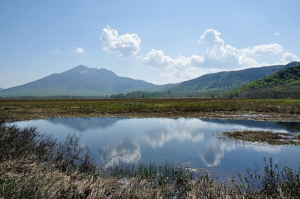 【09:01】ハート型(?)の池塘からの燧ケ岳