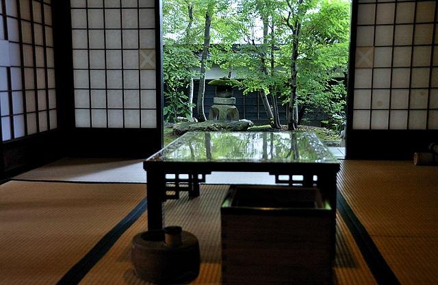 丙申堂・小座敷からの庭の眺め
