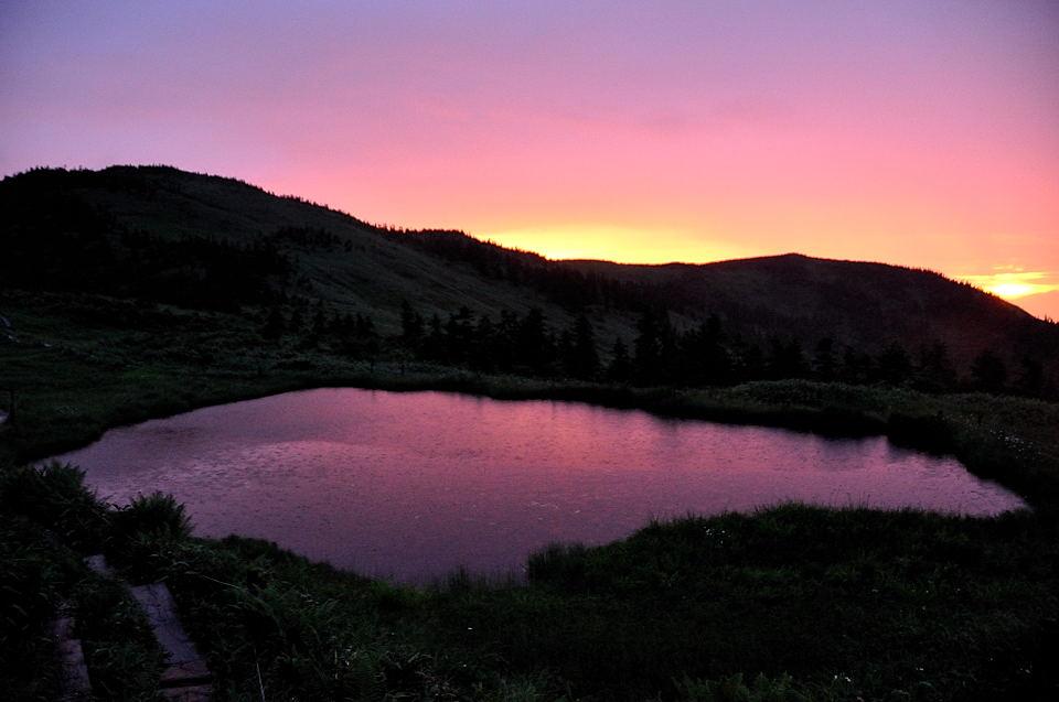 朝焼けが映える駒ノ大池