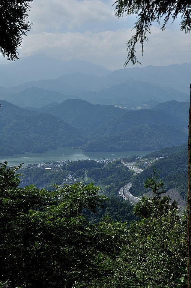 小仏峠からの相模湖