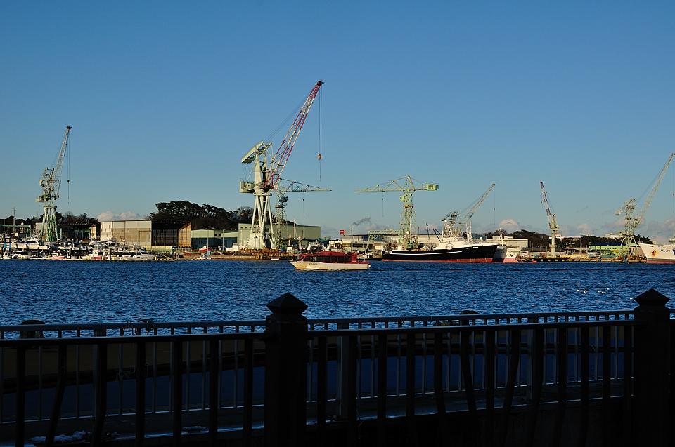 マリンゲート塩釜から見たクレーン群