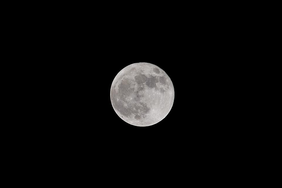 今年、地球に最も近い満月