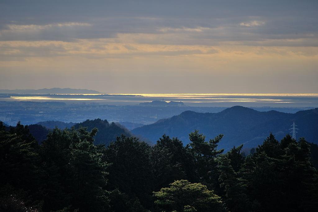 江ノ島、三浦半島、房総半島まで見えています
