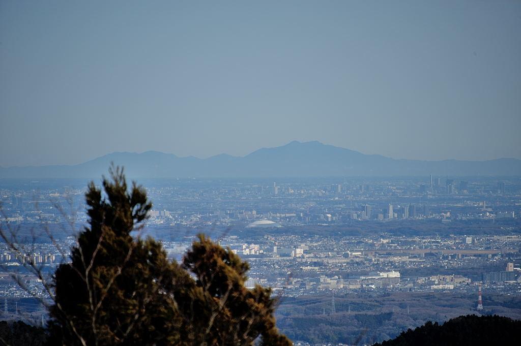 左から加波山、筑波山