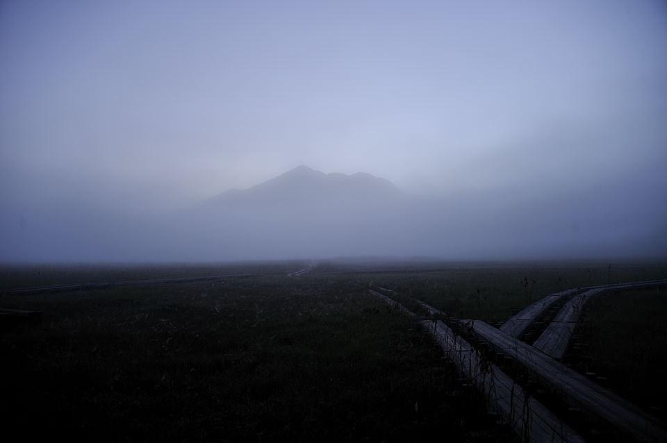 朝靄に浮ぶ燧ケ岳