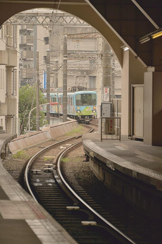 入線する折り返し電車・藤沢駅