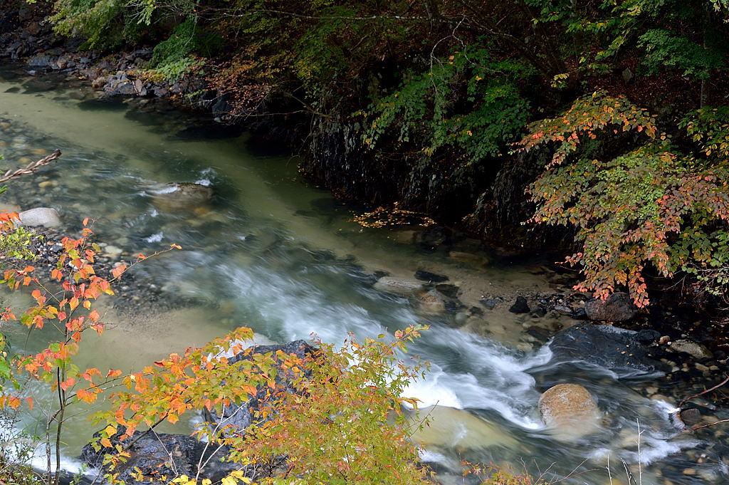 板敷渓谷の流れ