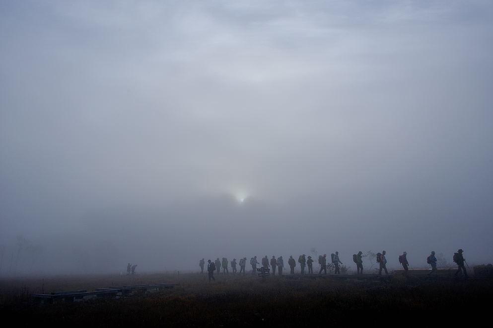 霧中の日の出