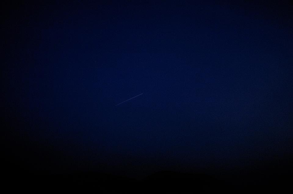 アヤメ平上空の人工衛星