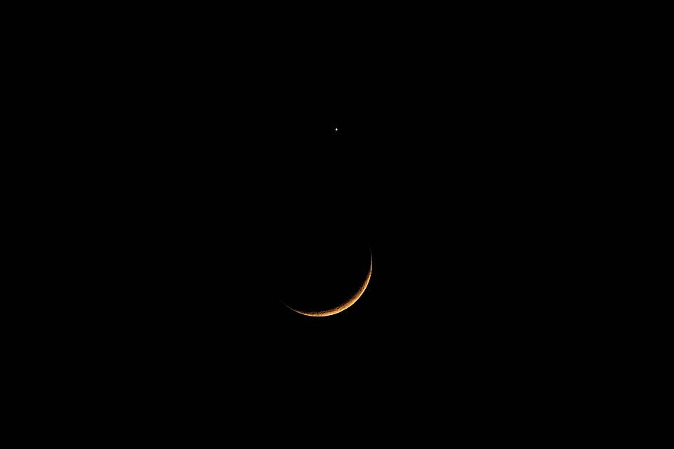 二日月と接近した金星