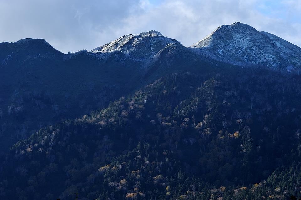 頂を白くしている燧ケ岳