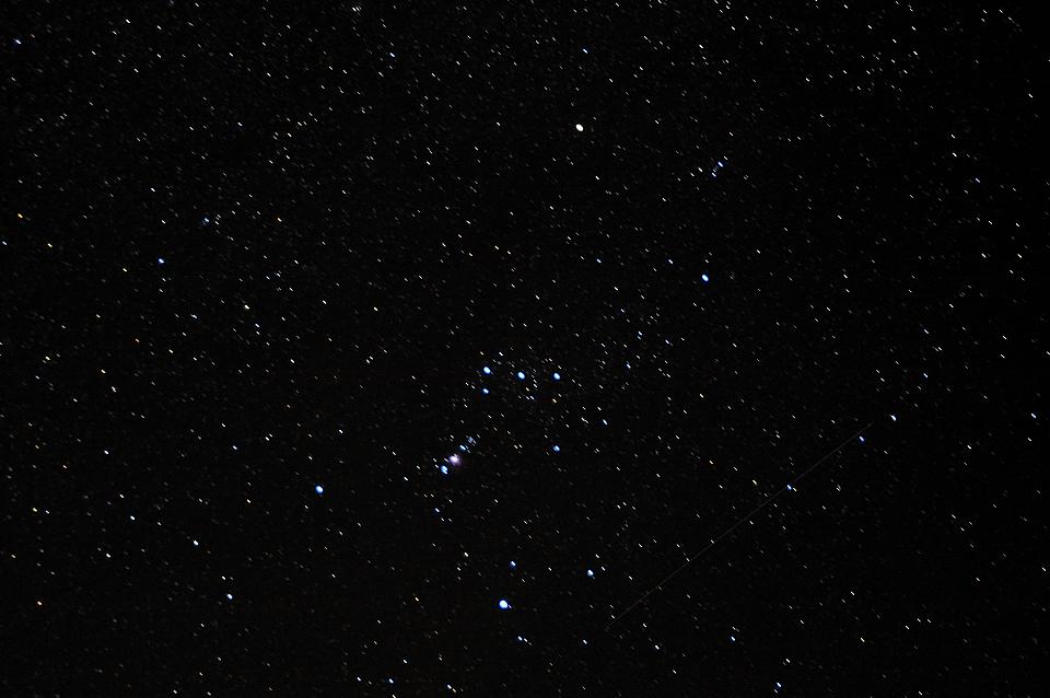 オリオン座と流れ星