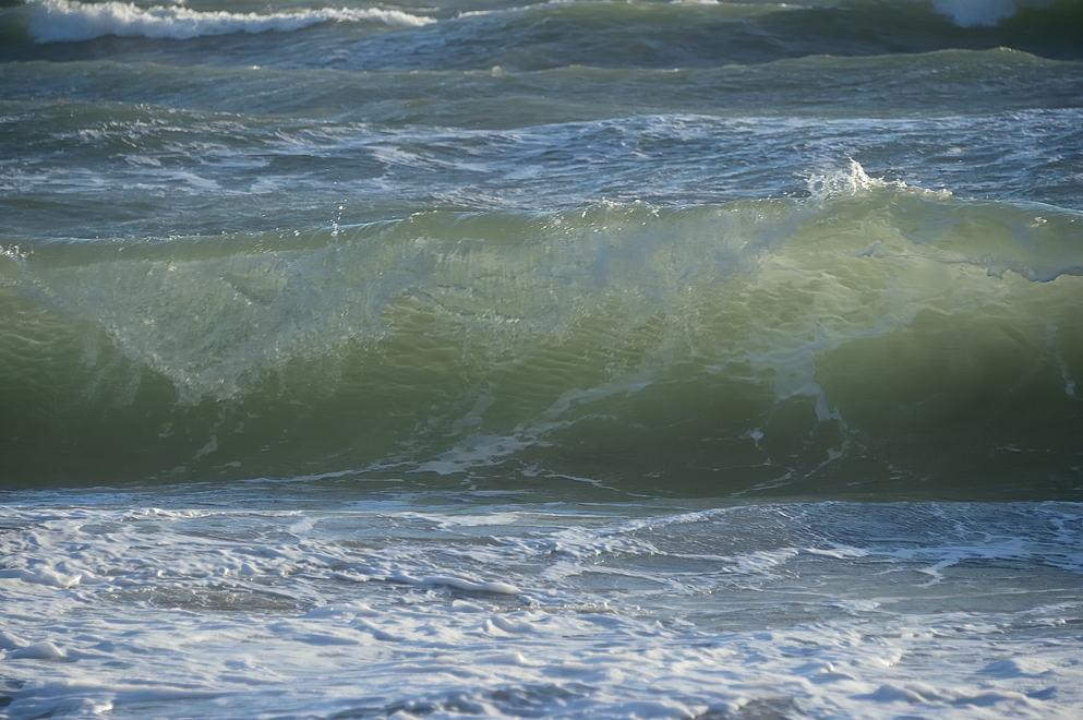 砕ける波頭