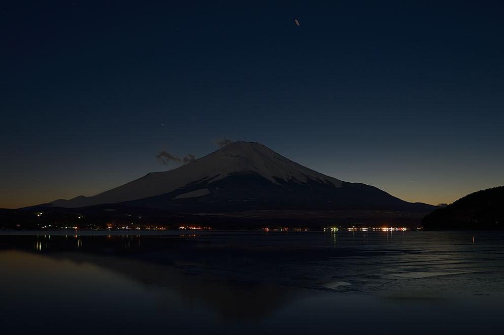 18:25 対岸の夜景