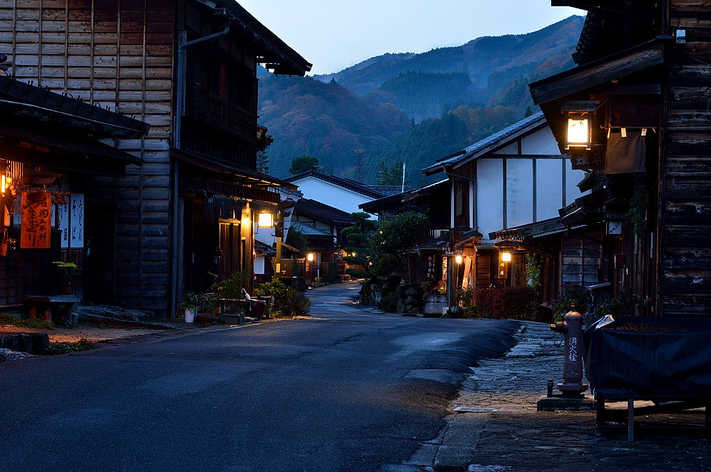 夜が明けた旧中山道